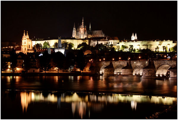 1432648-Prague-Castle-and-the-Charles-Bridge-at-Night-0