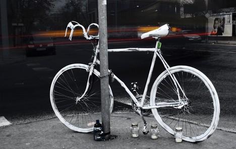 Ghost-bikes-memorial