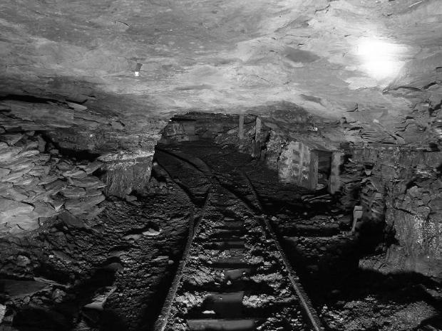Abandoned_Coal_Mine_01